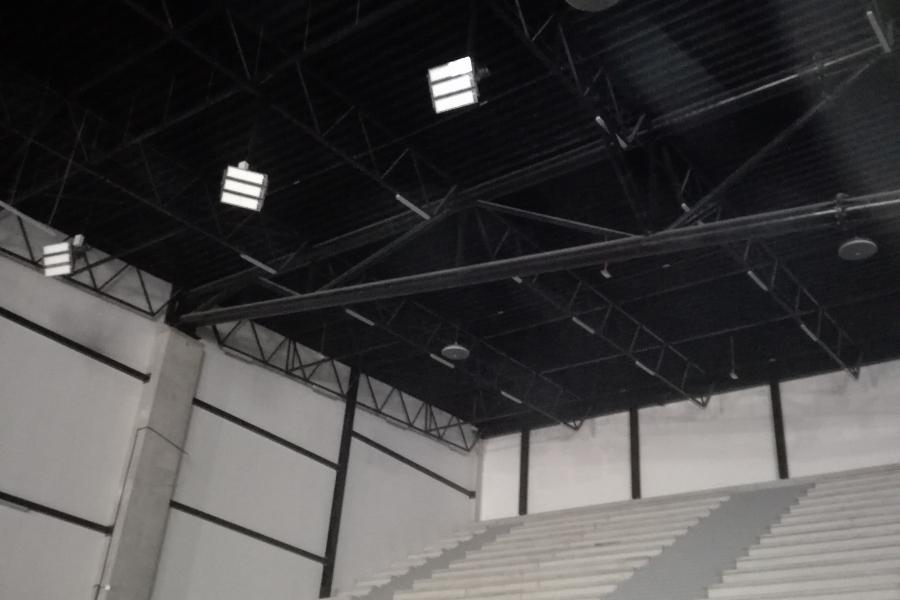 Tynk akustyczny w hali widowiskowo-sportowej w Ostrowie Wlkp.
